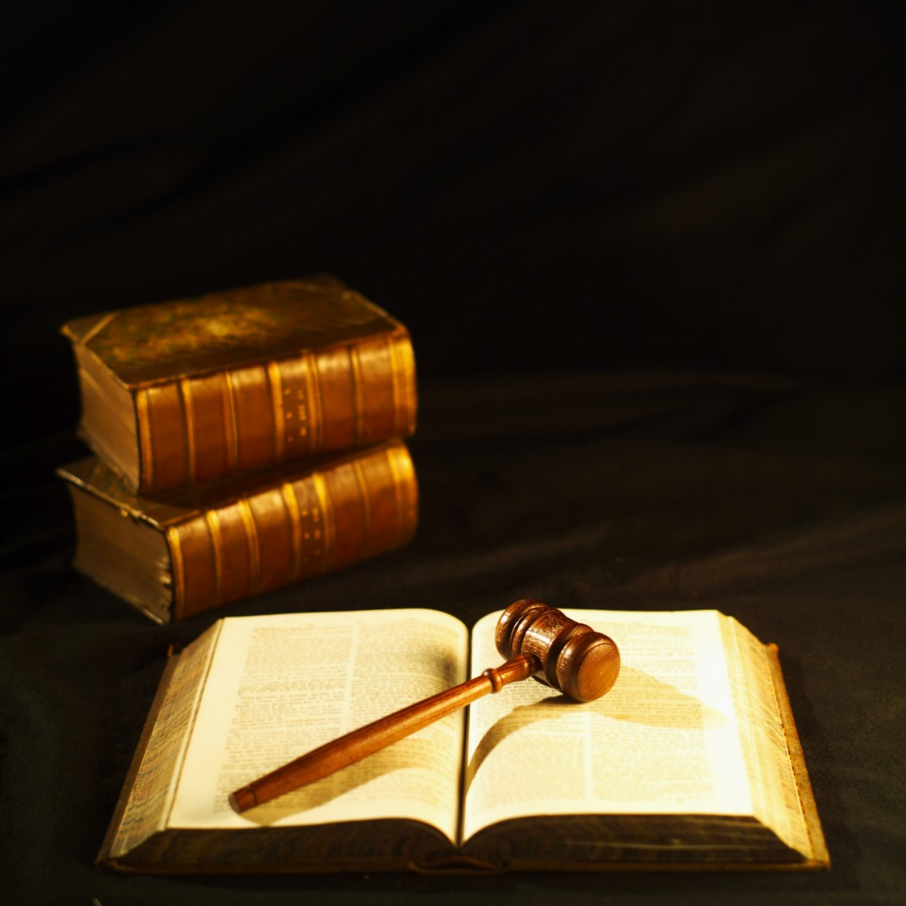 legal-books-and-gavel_skd284467sdc